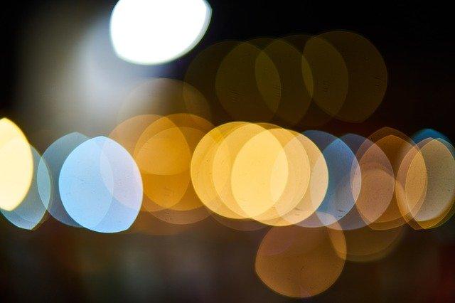 Jak zamaskować instalację pod oświetlenie dekoracyjne?