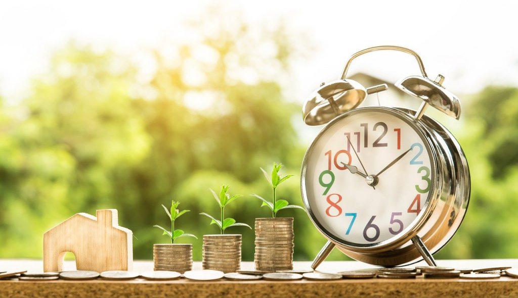 agent nieruchomości zarobki